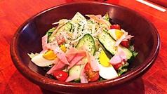 料理メニュー写真串猿定番サラダ