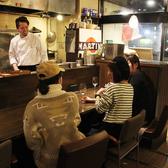 お料理ができあがるまでの行程を見ながら気さくなシェフとお喋りできるのはキッチンカウンターならでは。