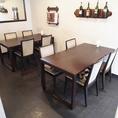 (半個室スペース)の4人掛けテーブル席×2