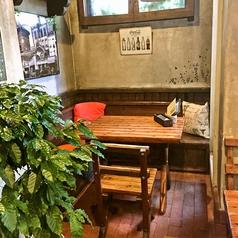 半個室風テーブル席★バルコニーや外を眺めることが出来、日常を忘れリラックスすることが出来ます♪