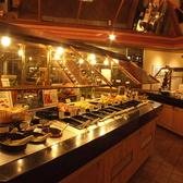 40年以上受け継がれてきた「チーズトースト」や、20種類の新鮮な野菜、6種類のフルーツ、そしてスープ、パスタ、タコス、デザート、ドリンクなどバラエティ豊かなサラダバーをお楽しみください。