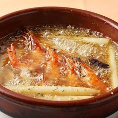 料理メニュー写真海老とホワイトアスパラのアヒージョ