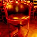 重厚感のあるアンティーク調の椅子