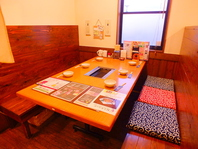 広々した店内は6~8名用ボックス席とテーブル席があり!