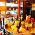 こだわりのワインは常時100種類を超える品揃え◎当店では種類豊富なワインの中から、ソムリエが選ぶお料理に合わせたワインをお楽しみいただけます♪自慢の肉料理、魚料理をもっと美味しく食べたいという方は、是非店員までお気軽にお声がけください★大宮駅徒歩1分のイタリアンバルで、各種宴会、女子会にデートまで!