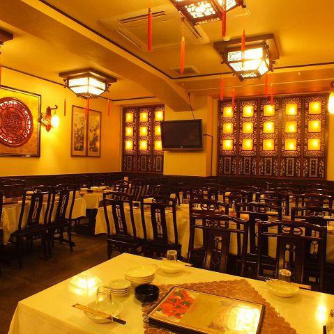 きらびやかな中国家具に彩られた高級感溢れる空間企業様のご宴会にも最適なスペースとしてご利用いただけます。