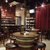 最大40名様までご利用できる、カーテンで仕切った手前側のお席です。大人数での2次会利用におすすめ!スペイン料理はもちろん、ワインなどお酒も充実しているので、ご利用いただいたお客様からの満足度は非常に高い評価をいただいております。2次会コースもございますので、お気に召した形でご利用下さいませ。