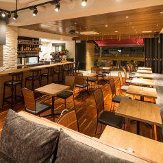 カウンター・テーブル・ソファー、どこに座っても、お洒落な空間を楽しめますよ★