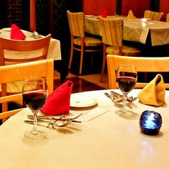 1階丸テーブルは2名様~4名様でご利用可能です。