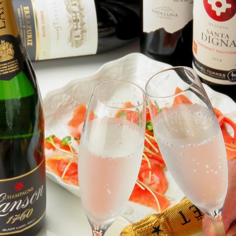 種類豊富でリーズナブルなワインと創作イタリアンがお手軽に楽しめる大人の憩い空間。