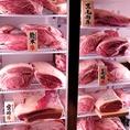 店内に設置された冷蔵庫には、厳選された極上のお肉たちがお客様をお出迎え★