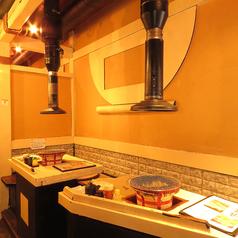 【厳選された炭】各テーブルにダクトが完備されており、お客様には十分に炭火焼きを楽しんで頂けます♪