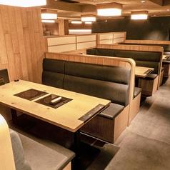 【ソファー席】4名様×3席 落ち着いた雰囲気でゆっくりとお過ごし頂けます