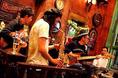 ラリパッパカフェでは不定期ですが、ミュージシャンの方をお呼びして生ライブをおこなっております。お酒と美味しい食事と生演奏をお楽しみください♪