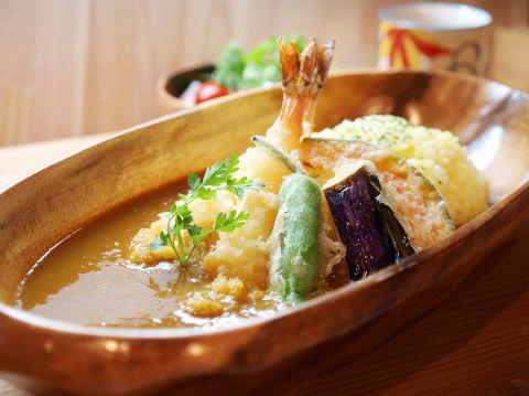 天ぷらののった美味しそうなカレー