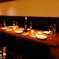 お席は2~16名様までつなげることが可能です。大人数の宴会にも対応可能。こちらはソファー仕様のお席です。