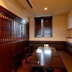 2階個室席:お子様連れのお客様も気兼ねなく御利用いただけますよう、個室のソファー席をご用意致しております。
