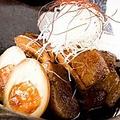 料理メニュー写真極上黒豚の角煮と煮卵