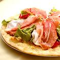 生ハムのピザを食べて