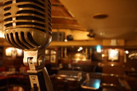 食べて、飲んで、バンドの生演奏で踊って盛り上がる新感覚レストラン!広島メモリーズ