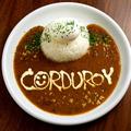 料理メニュー写真コーデュロイの半熟玉子カレー -福神漬けとらっきょう付き-