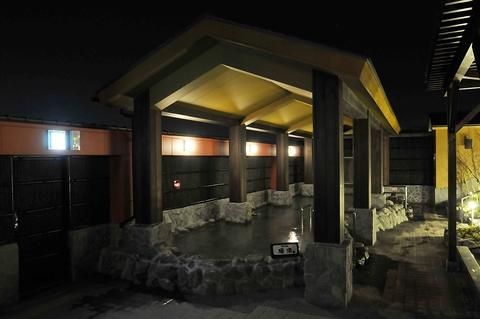 温泉や岩盤浴も楽しめる、ゆったりとくつろげる居酒屋