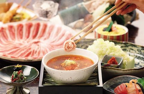 「つゆしゃぶ」が味わえるのはCHIRIRIだけ。自慢のつゆと一緒にお肉をご賞味ください