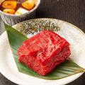 料理メニュー写真極厚!道産牛のかたまり肉 ガーリックバター