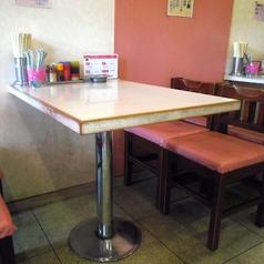 テーブル席:4名×2