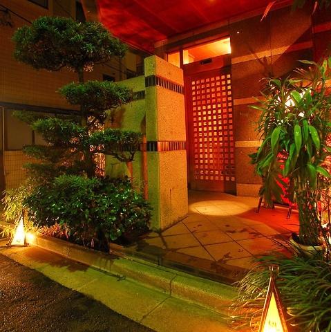 神楽坂の路地裏に奥座敷のように佇む一軒家。