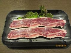 骨付きカルビ/スペアリブ〈豊熟もち豚カレー風味〉
