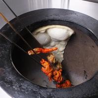 窯で焼き上げる、各種ナンやチキンティッカは絶品!!
