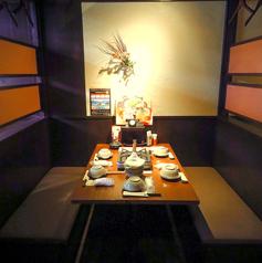 ≪4名様用テーブル席≫仲間飲み会、中規模宴会に最適!4名テーブル半個室!女子会やママ会にもおすすめ♪コースも各種ご用意しております!自慢の料理とお酒をゆったりとお楽しみください◎