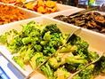 サラダ類から一品まで種類の豊富な前菜バイキング♪