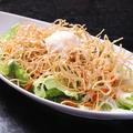 料理メニュー写真パリパリ蕎麦サラダ
