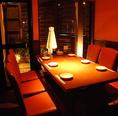 木の質感と温かい灯りがある個室。2名~最大60名までOK。宴会・誕生日・記念日などお二人様から団体様まで様々なお席を多数ご用意!!