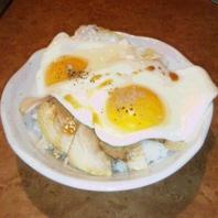 おっぱい丼(今治焼豚玉子飯)