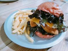 料理メニュー写真フィレオフィッシュのタルタルバーガーセット(バーガー+ポテトフライズ)