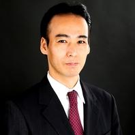シニアソムリエの資格を持つオーナーの周田克己さん。