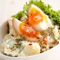 料理メニュー写真半熟煮玉子の自家製ポテトサラダ