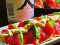 料理メニュー写真マグロとアボカドのタルタルソースサラダ