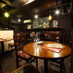 炭火とワイン 福島店の雰囲気1