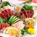 料理メニュー写真桜肉三種盛り合わせ(霜降り。赤身・こうね)