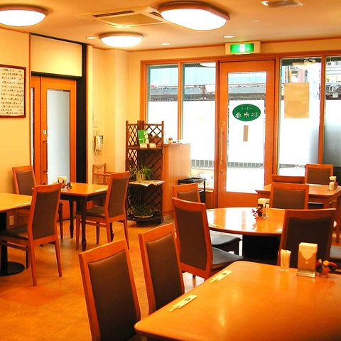 老舗広東料理店で総料理長をつとめた本場中国の味を堪能できる創作中華料理店。