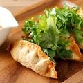 料理メニュー写真パクチーとスイートチリの揚げ餃子