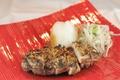料理メニュー写真高知 はちきん地鶏 わら焼にて土佐造り~薬味とポン酢で~