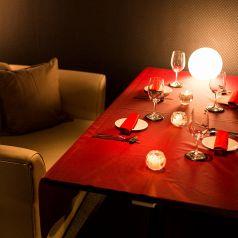 ゆったり寛げるソファー完全個室完備☆雰囲気抜群の個室で素敵な時間を♪女子会や誕生日、記念日にもピッタリ◎