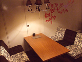 ソファーのお席でも半個室のご準備が可能です。