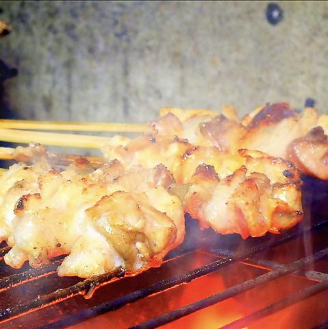 焼き鳥好きが唸る!厳選された【地鶏・銘柄鶏】の味をご堪能下さい。倉敷駅徒歩12分