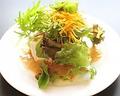 料理メニュー写真マヨ鶏豆腐と生野菜のサラダ